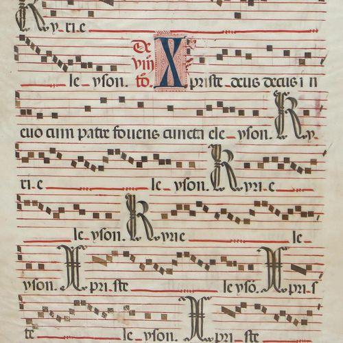 Antiphonar. 两面都有题词。一首反诗的叶子。羊皮纸上的拉丁文手稿。15世纪,蓝色和红色的首字母。黑色和红色的字迹。黑色方格音符在5个格子上紧密相连。每…