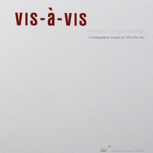 Wu, Chin Chin. 访。新女性的画像。一个摄影项目。(Bliesdorf), Galerie Vevais 2011. 4°.有许多插图和1个散页,编…