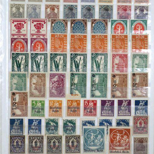 Briefmarken et des lots provenant d'une succession. Beaucoup de matériel MNH et …