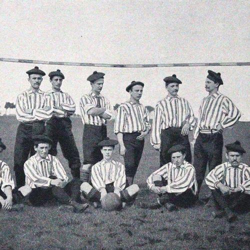 Sport im Bild. 图文并茂的杂志,适用于所有体育部门。III. Jg. (No. 1 52, without 31) in 2 vols.1897年…