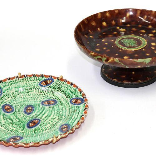 Wilhelm Schiller & Sohn. Tazza. Gefußte Keramikschale. Teller mit braunem Fond u…