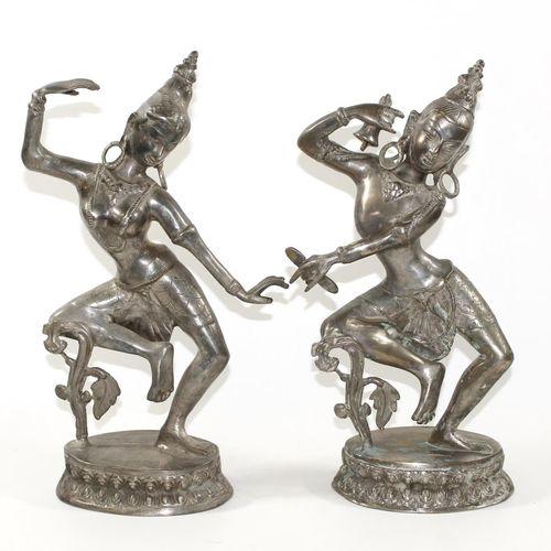 Parvati paar Gegenstücke 的舞蹈女神。黄铜铸造,可能有镀银。高:34.5厘米。 D