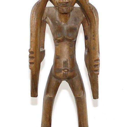 Senufo Elfenbeinküste Figure de médecine rituelle. Figure féminine debout sur un…