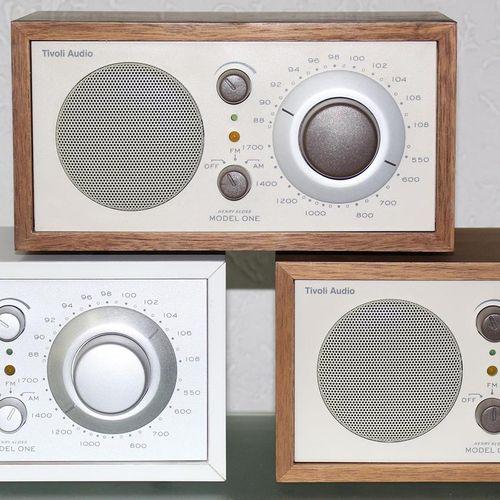 Tivoli Audio Modell one. 4 Radios in 3 Varianten. Entwurf Henry Kloss. Optisch g…