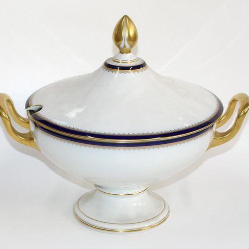 Rosenthal Empire Speiseservice 1930年左右。73件服务,包括汤锅、大盘子和更多。钴蓝色的边缘有镀金(大部分被摩擦)。内圈有镀金…