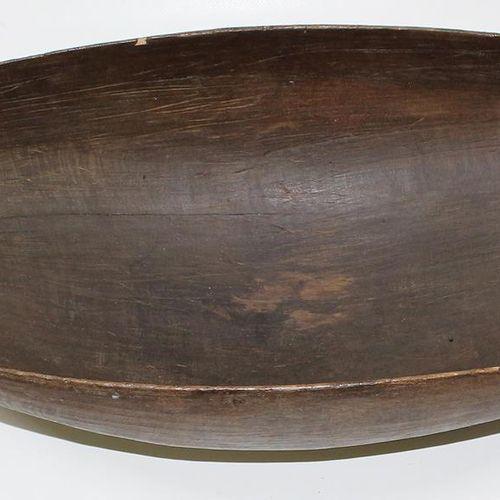 Sepik Papua Neuguinea authentique bol rituel. Coupe longitudinale ovoïde en bois…