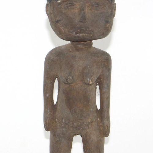 Paar Akuaba Puppen Ashanti 加纳。扁平圆盘头。坐着的男性人物。深色的木头和红褐色的座椅,以及有褶皱的头巾。高:28厘米。以及Akuab…