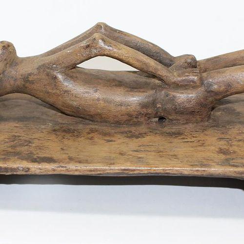 Mbole Figur D.R.Kongo liegende, männliche Figur auf Holztafel. Alterspatina. Män…