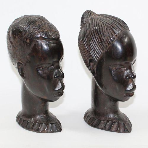 Ritualstab, Gehstock 可能是刚果u. 2个马塞人的头。工作人员,刻有2名女性。珍珠母镶嵌。头饰为典型的手杖形状。长:98厘米。配有2个黑檀木…