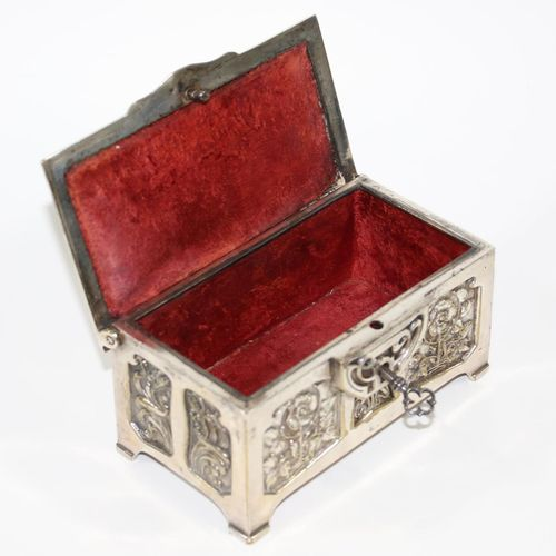 JUGENDSTIL SCHATULLE Laiton plaqué argent. Boîte à couvercle fine, boîte à bijou…