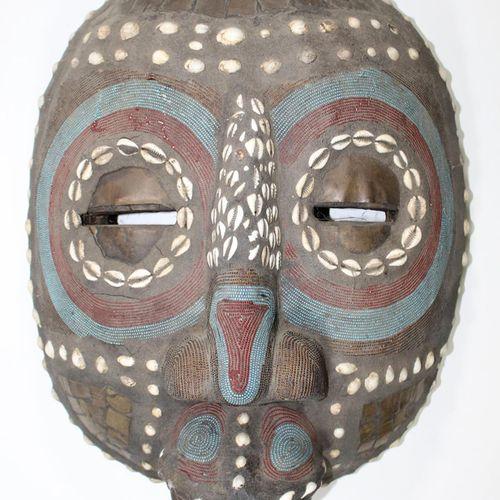 Mondmaske Bakota Benin. Große runde Maske mit breiter Nase, großem Mund u. Augen…