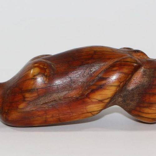 Ahnenfigur der Lobi Elfenbein 布基纳法索。男性祭祀人物。象牙色,带有深褐色的铜锈。有些老化,有张力裂纹。高:14厘米。 来自巴伐利…