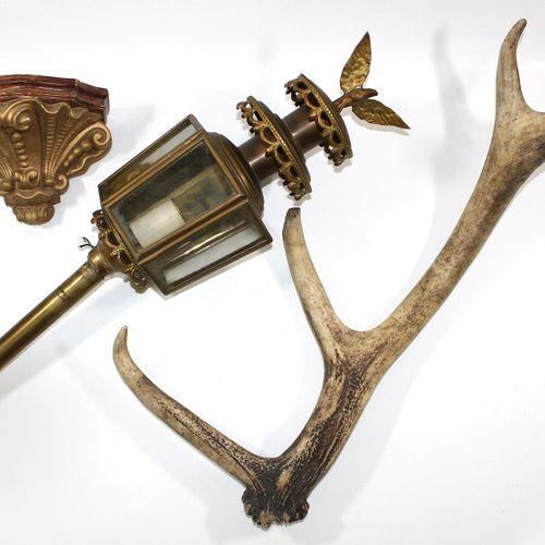 Sammler Händlerkonvolut 由桌子上的大理石,3个望远镜,鹿角杆组成。台灯Westerwald石器和马车灯和陶瓷控制台。获得的是所见。 D
