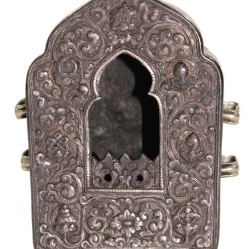 Gau. 正面和侧面都有精细的银加工。铜背板,1900年左右。13 x 5,3 x 9厘米。 来自德国南部的一个私人收藏。 R