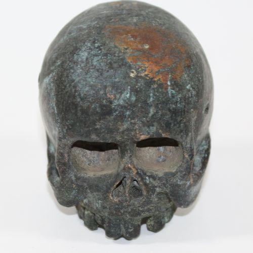 Memento mori Totenschädel Bronze wohl 18.Jh. Wohl Teil einer Skulptur. Grünliche…