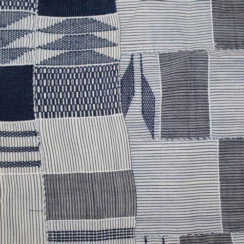 Ashanti Kente Cloths. 2 châles pour les hommes du peuple Ashanti. Fond blanc, br…