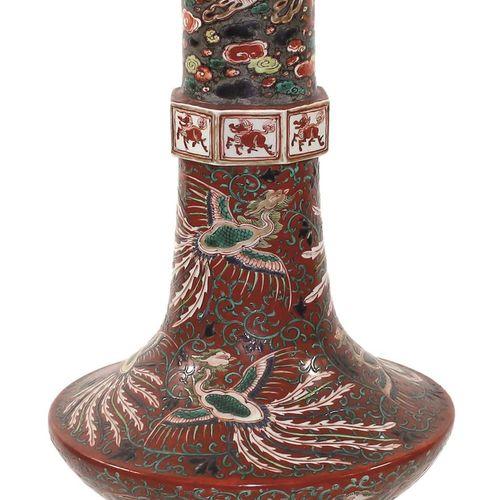 Vase mit chinesischen Wundertieren China, Porzellanvase wohl 19.Jh. Feine Emaill…