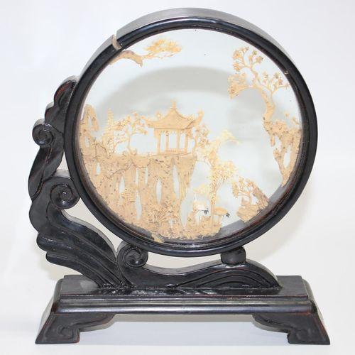 China 3 Korkschnitzereien um 1920. Feine Schnitzereien mit u.A. Architektur, Rei…
