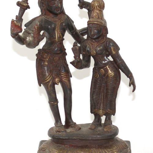 Lord Shiva u. Parvati Bronze, Indien wohl um 1900. Auf quadratischem, getreppten…