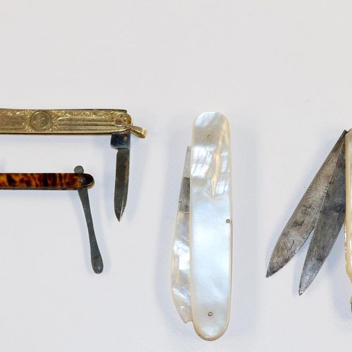 Taschenmesser u. Messer Sammlung aus 15 Taschenmesser u. Messerchen mit Utensili…