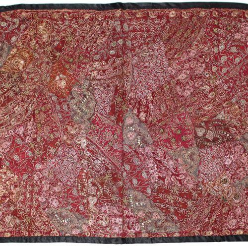 2 prächtige Wandbehänge probablement l'Inde. Richement tissé avec des fils métal…