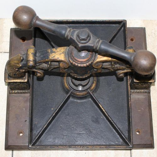 Buchpresse, 19.Jhdt. Magnifique presse à livres en fonte. Fonte en fer avec une …
