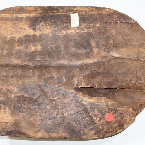 Maskenbrett Lualwa D.R.Kongo. Schildförmiges Maskenbrett, mit aufgesetzter Lualw…