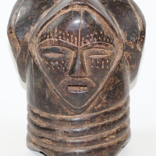 Fang, Gabun Aufsatz 或倒置的面具。黑暗的岁月痕迹。三面的面具。高:29厘米。年龄/损坏的迹象。 D