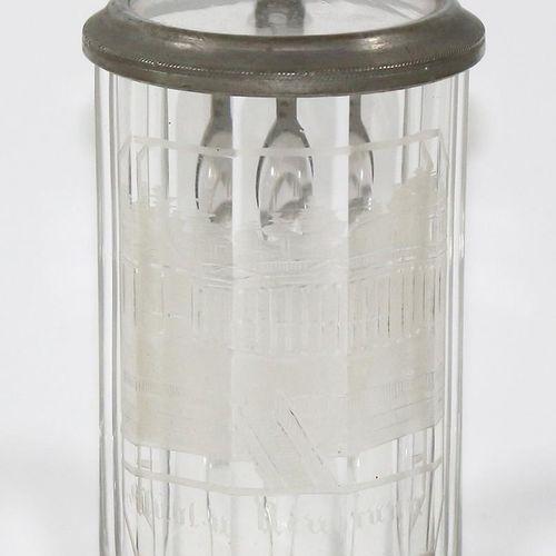 Ansichtenglas, Badebecher bzw. Deckelhumpen. Carlsbad wohl um 1840 mit gravierte…