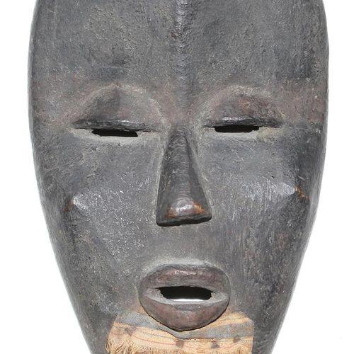 Maske Dan Deangle 男性面具,下巴有胡须。脸部凹陷,额头和额桥凹陷。丹 利比里亚。在额头上。高:27厘米。 来自德国南部的一个私人收藏,在198…