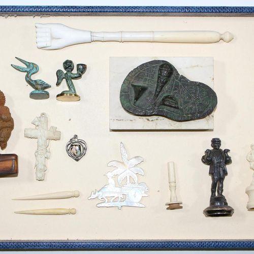 Vitrinenobjekte. Kurioses und Sammelwürdiges. Sammlung aus 29 Objekten. U.A. Glü…