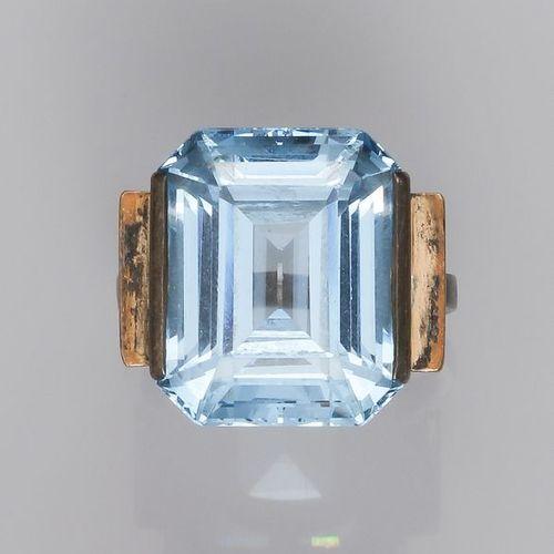 Bague en argent 800, sertie d'une pierre bleue fantaisie rectangulaire à pans.…