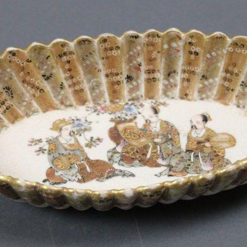 JAPON. Vide poche polylobe SATSUMA Meiji fin XIX ème Siècle. Long.: 22,7 cm