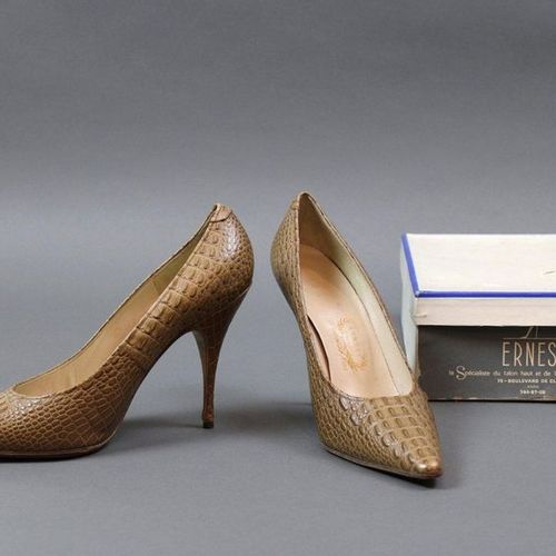 ERNEST, circa 1960  Pair of beige crocodile style leather pumps, T.6,5 in box  T…