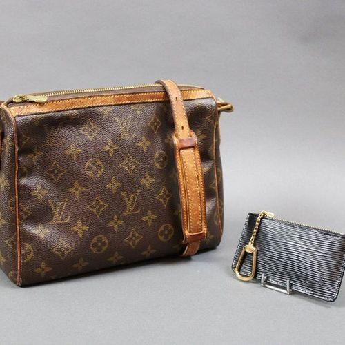 Louis VUITTON  Petit sac bandoulière en toile Monogram et cuir naturel (usures),…