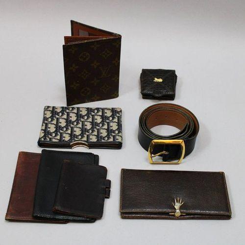 Lot de 8 pièces: 1 ceinture en cuir noir HERMES (en l'état), 7 porte cartes, ph…