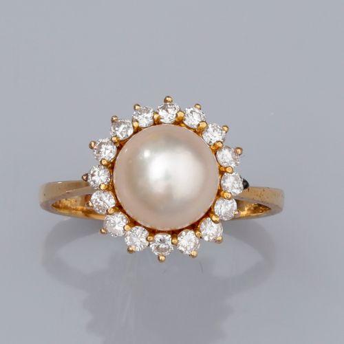 Bague en or jaune 750°/°° (18K); sertie d'une perle de culture Akoya de diamètre…