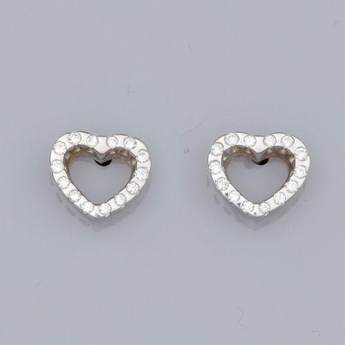 Paire de boucles d'oreilles coeurs en or gris 585°/°°, serties de petits diamant…