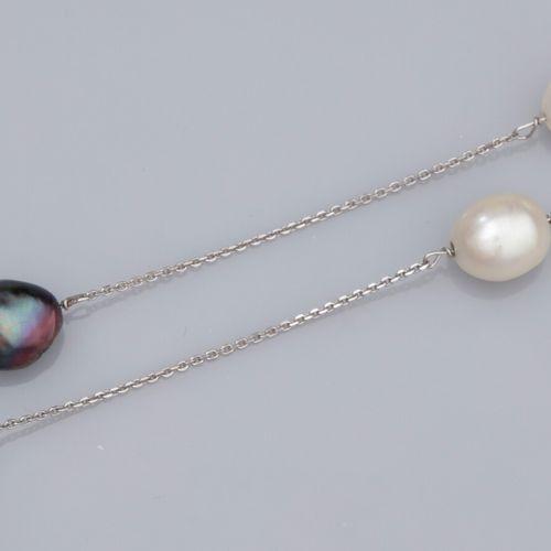 Collier en or gris 750°/°° (18K), à maille forçat, serti de 7 perles de culture …