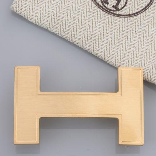 HERMES, boucle de ceinture Quizz dorée brossée pour ceinture L: 30 mm. Signée et…