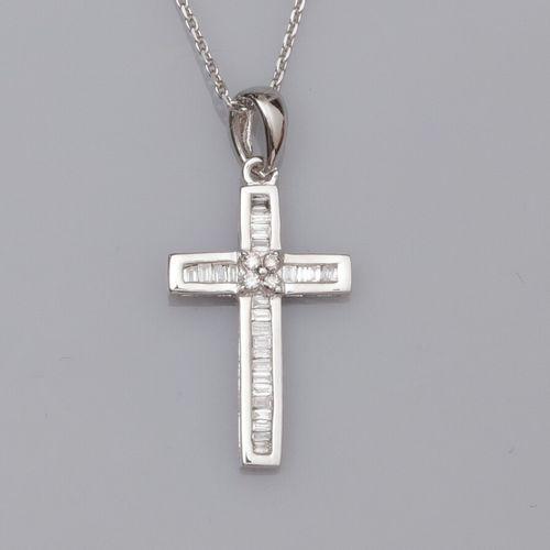Chaîne en or gris 750°/°° (18K) , maille forçat, et pendentif croix en or gris 7…
