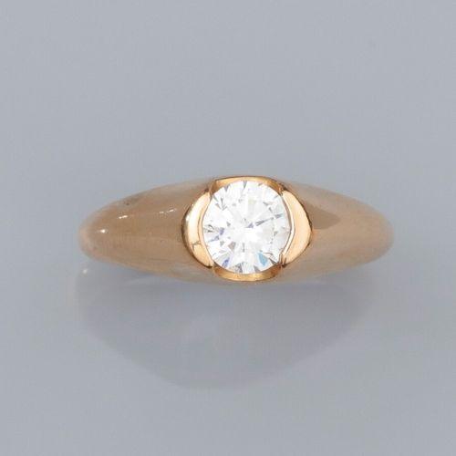 Bague jonc en or jaune 750°/°° (18K) , sertie d'une pierre blanche fantaisie. 3.…