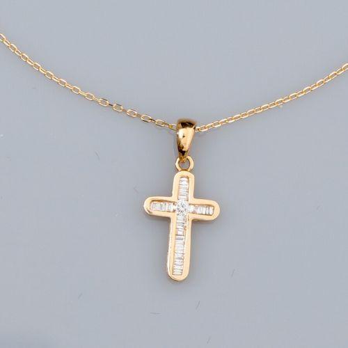 Chaîne en or jaune 750°/°° (18K) à maille forçat, et petite croix pendentif en o…