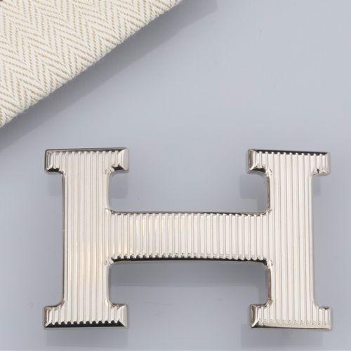 HERMES, boucle de ceinture Calandre argentée striée pour ceinture L: 30 mm. Sign…