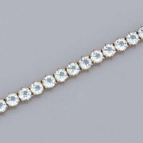 Bracelet en vermeil 925, serti de topazes bleues rondes (12 ct environ en tout).…