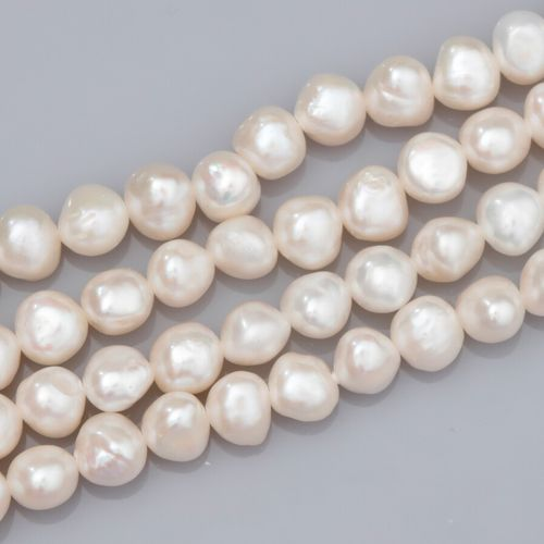 Sautoir de petites perles de culture d'eau douce diamètre 6/7 mm. L: 250 cm