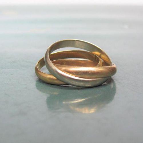 Alliance trois anneaux trois ors 750°/00, un anneau coupé. 5.90 g. TDD 50. Poi…