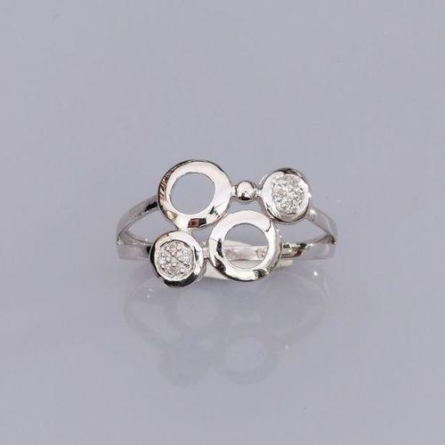 Bague en or gris 750°/00 (18K), ornée de cercles, et sertie de petits diamants. …