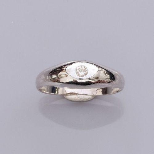 Petite bague d'homme en or 750°/00 (18K) , sertie d'un petit diamant taille bril…