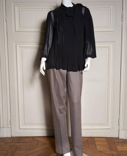 TEMPERLEY Two pleated blouses in black and ecru silk crepe  T 6 US    The pants …
